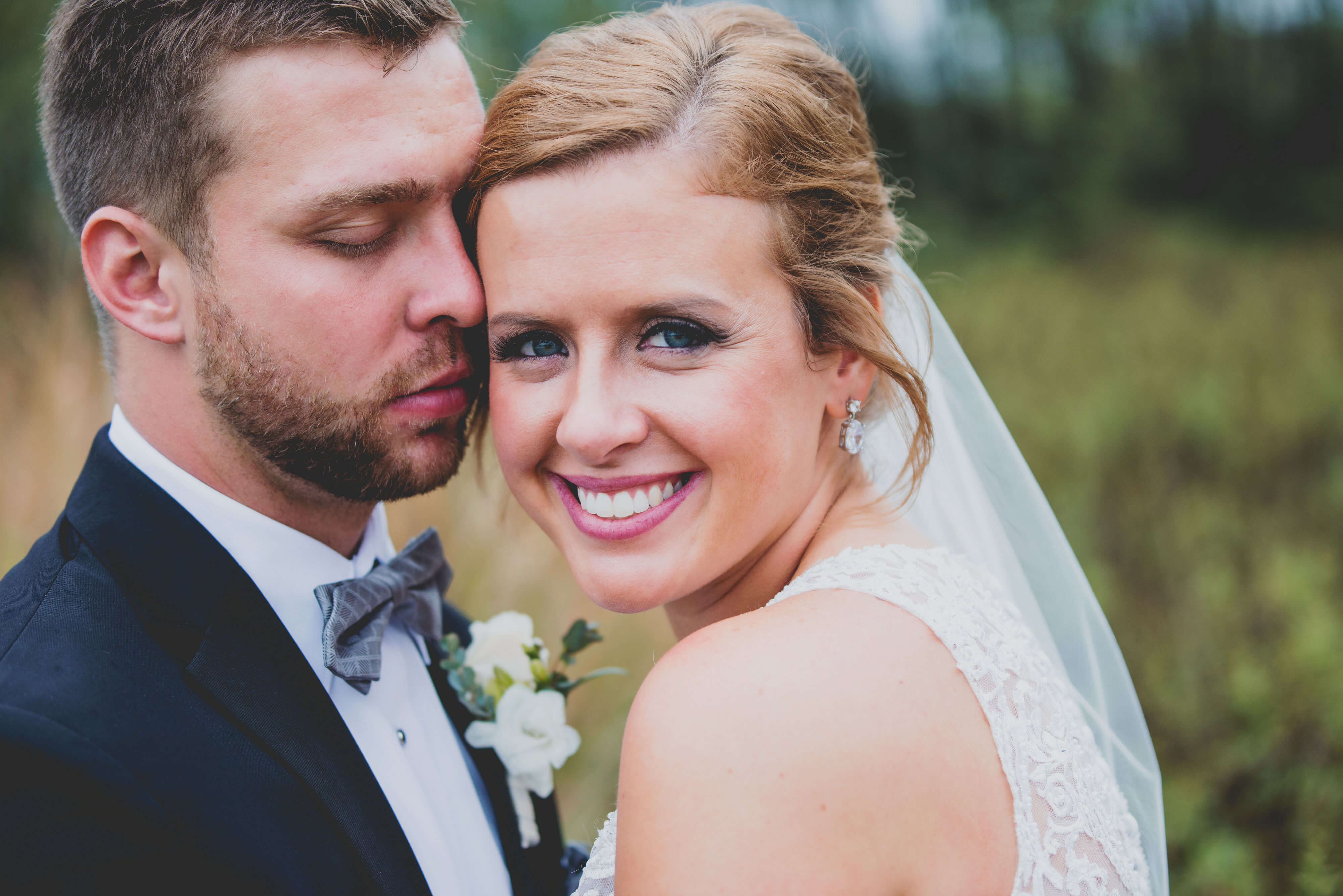 outdoor wedding rainy iowa nebraska bride