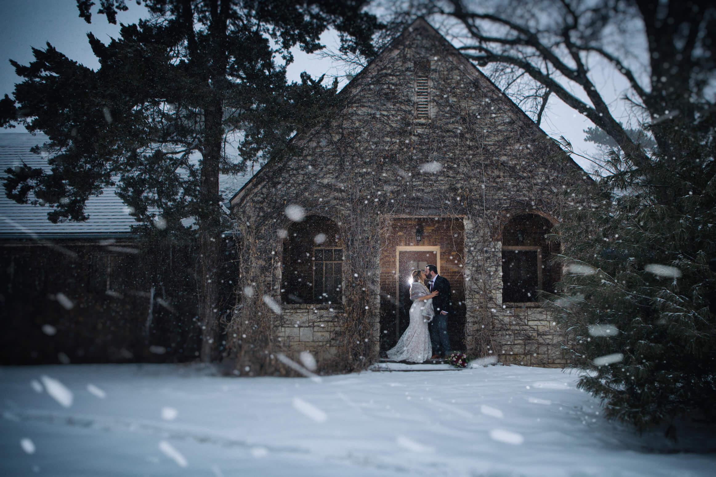 winter wedding, blizzard wedding, kiss, omaha, nebraska